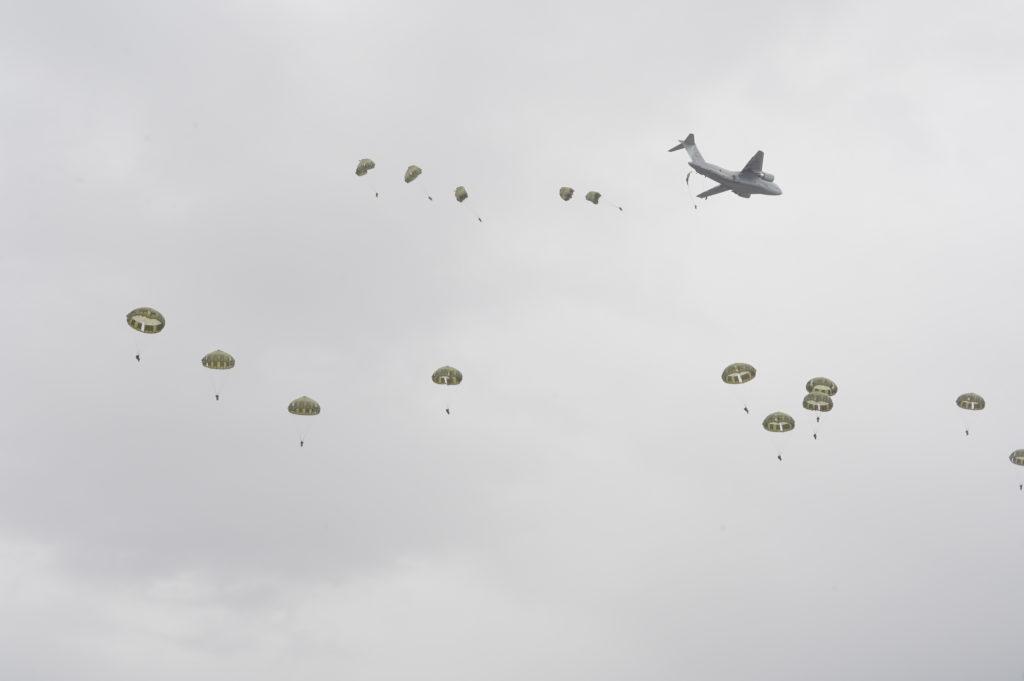 C-2空挺投下